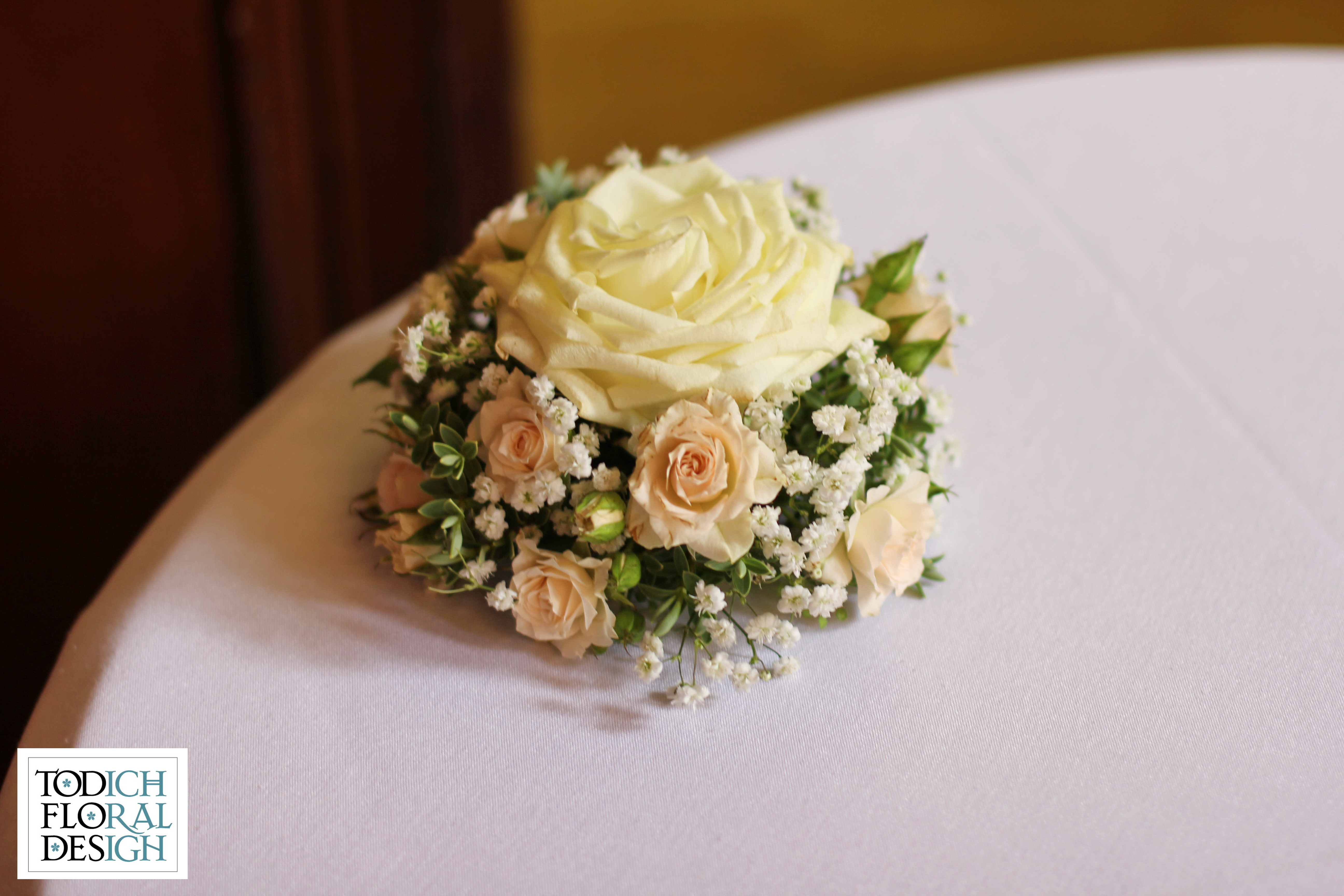 Weddings archives page 4 of 7 the same flowers were also added into the remaining low oasis arrangements reviewsmspy