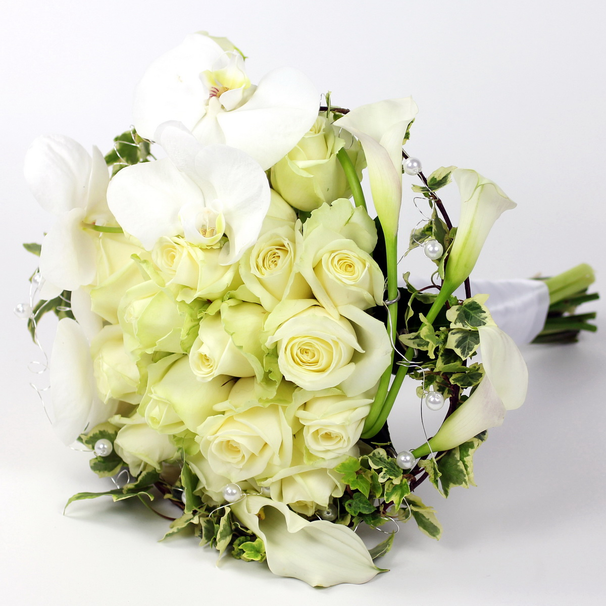 wedding bouquets with roses start planning your winter wedding 8543