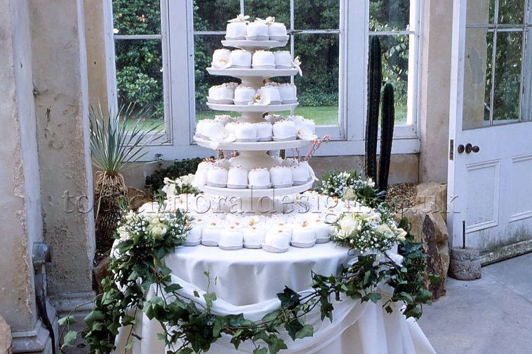 Cake Table Flowers London Florist Tips and Advice