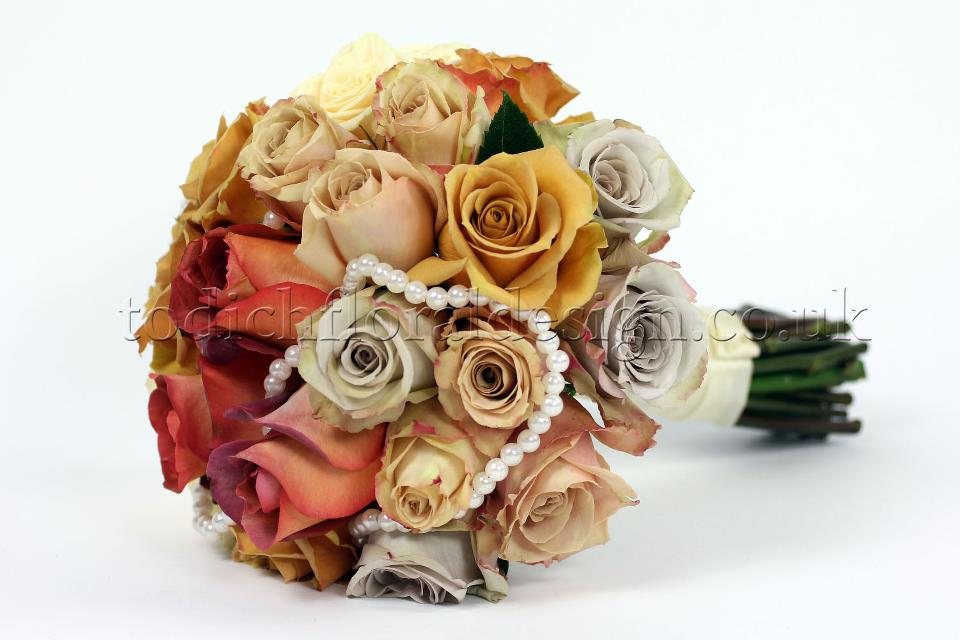 autumn-wedding-flowers-autumn-bridal-bouquets-autumn-flower-bouquet-roses-bridal-bouquets-weddings-london-uk