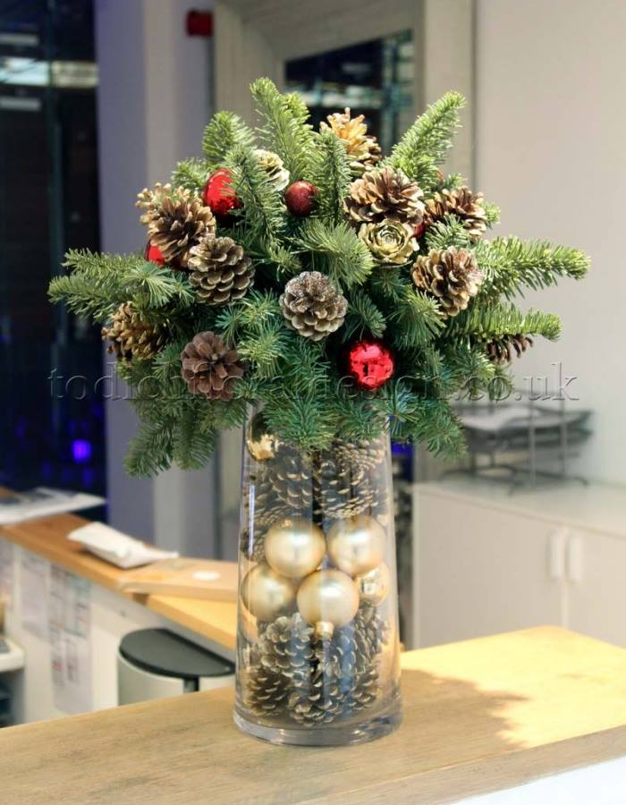 christmas flowers christmas decorations arrangements christmas floral decorations - Christmas Flower Decorations