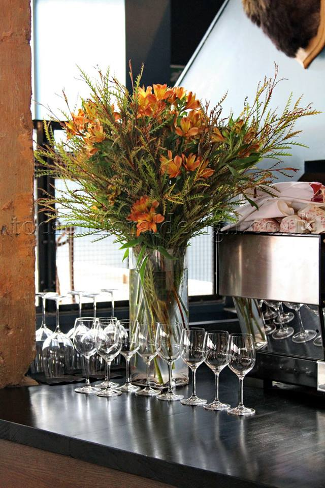 corporate-flowers-corporate-florist-page-corporate-flower-arrangements-restaurant-flowers-london-corporate-london-florist-todich-floral-design-flowers-for-bars-restaurants