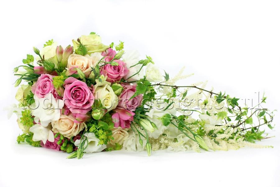 bridal bouquets how to choose bride 39 s bouquet types. Black Bedroom Furniture Sets. Home Design Ideas