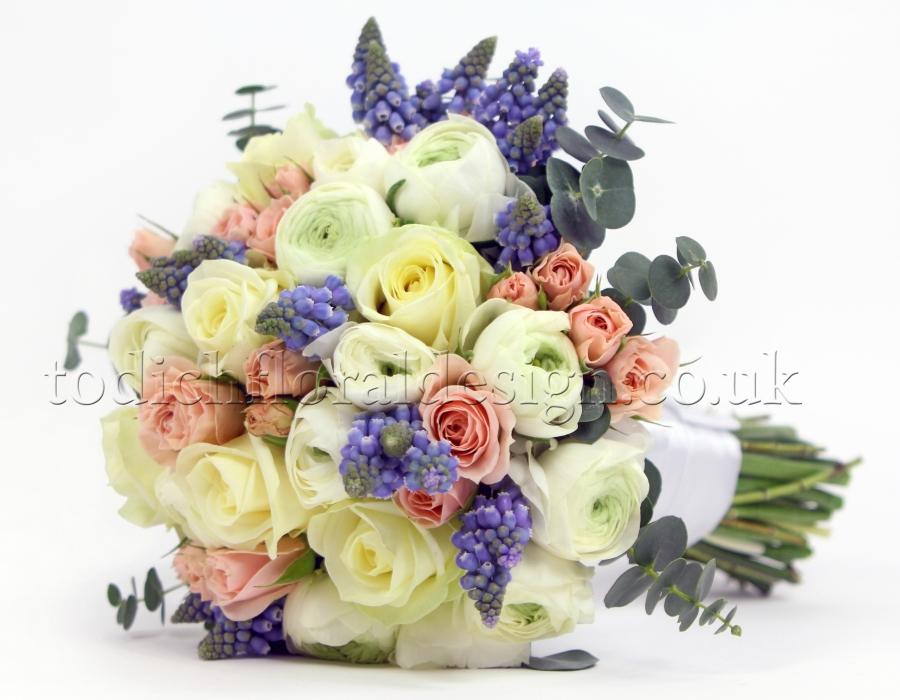 Bridesmaid Bouquets London | Bridesmaid Posy | Bridesmaid Pomander ...