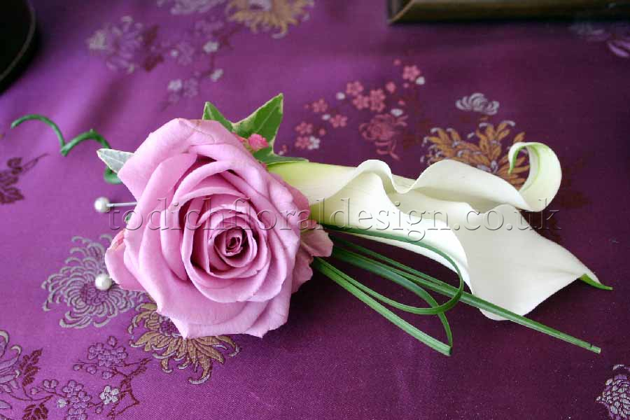 How To Make Wedding Buttonholes: Wedding Buttonholes And Wedding Corsages By Bridal Florist