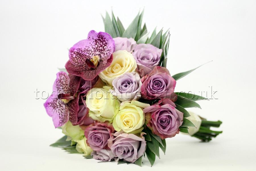 Wedding Bouquets For December : Bespoke december bridal bouquets winter wedding flowers