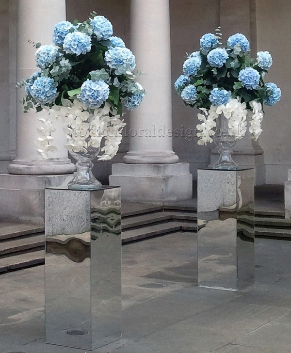 Wedding Flowers December: Bespoke December Bridal Bouquets